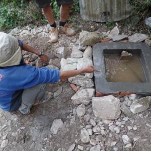 in-dit-kleine-bassin-wordt-het-water-opgevangen-en-doorgeleid-naar-een-grote-watertank